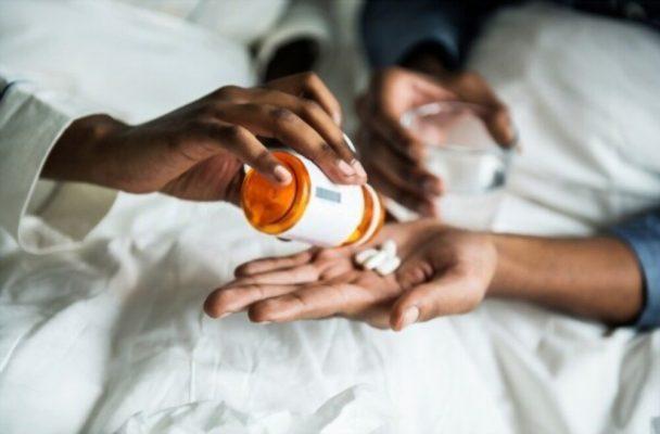 Lưu ý hãy tham khảo ý kiến của bác sĩ trước khi sử dụng thuốc tăng cường miễn dịch